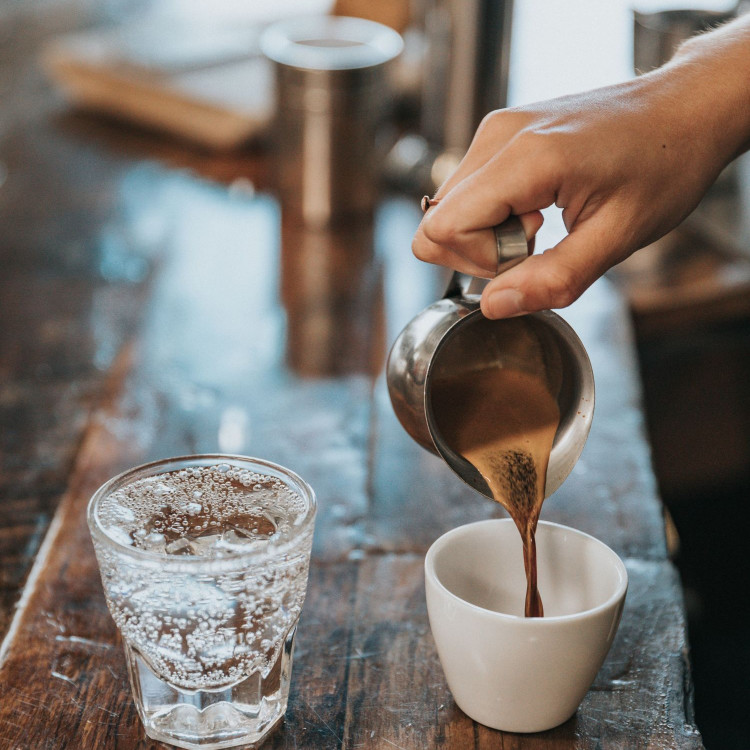 lungo being poured