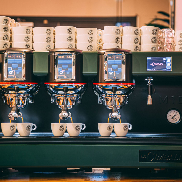 lungo coffee being made